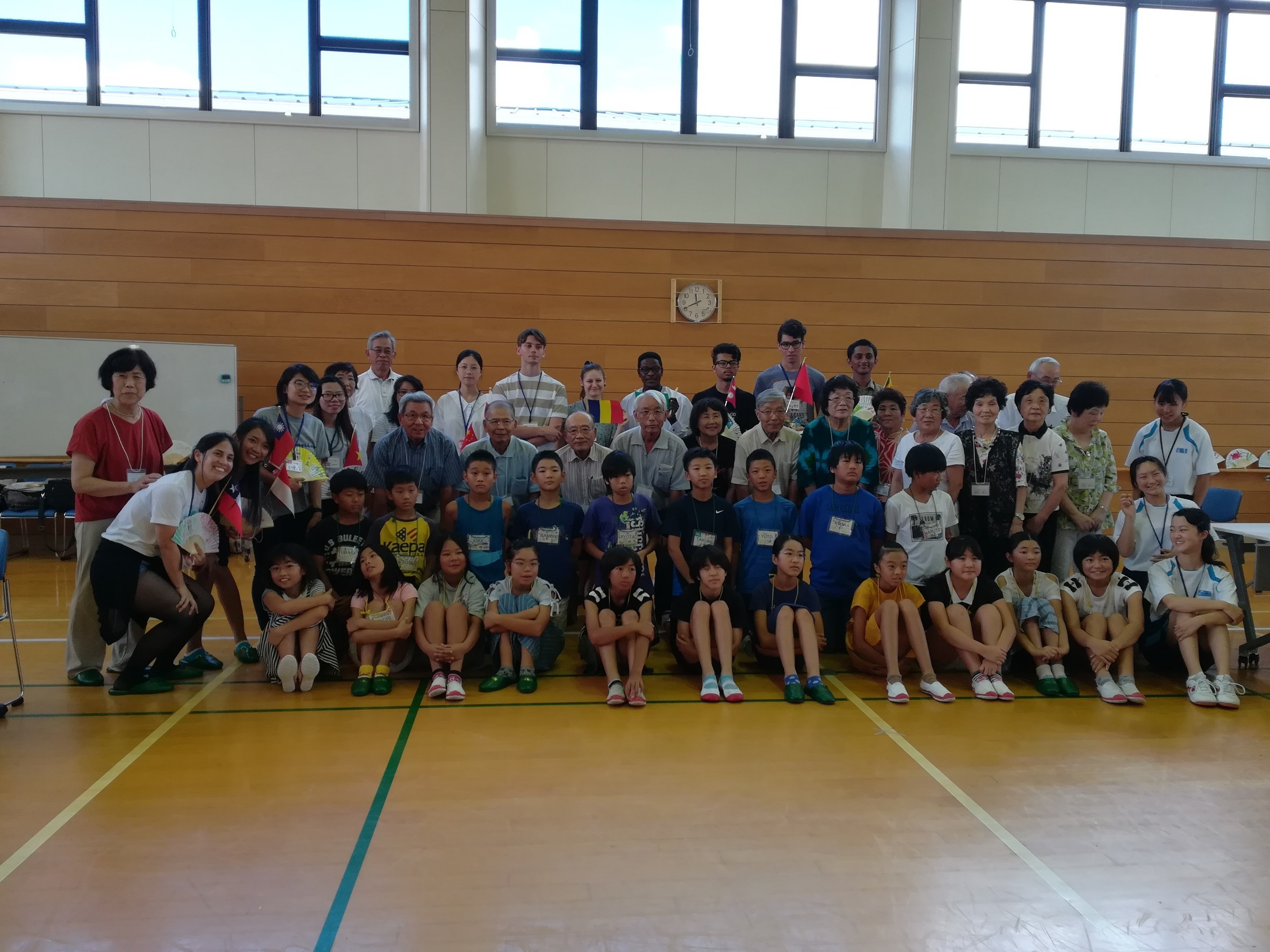 8_10 小学生と老人クラブ交流_37