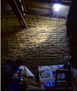 屋根電気内部
